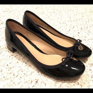 Tory Burch round toe low heel pump - size 8